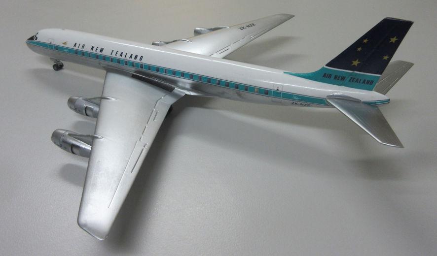 DC-8 b