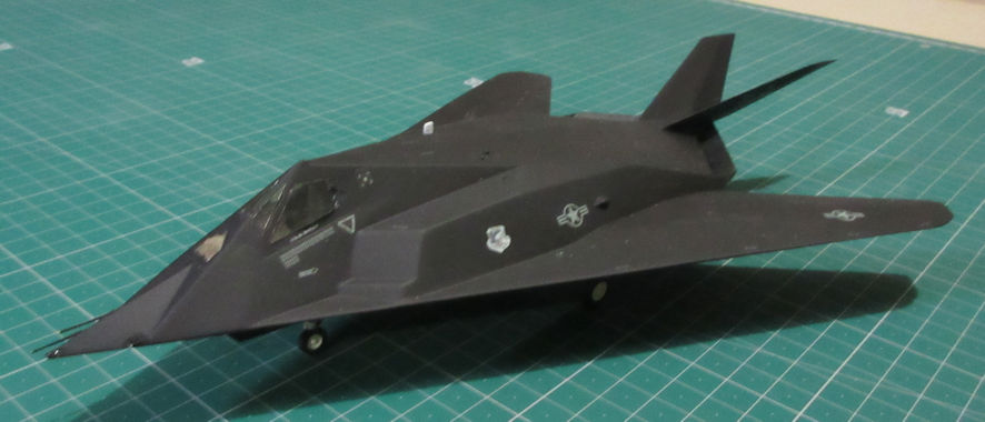 Lockheed F-117A - Academy Minicraft 72