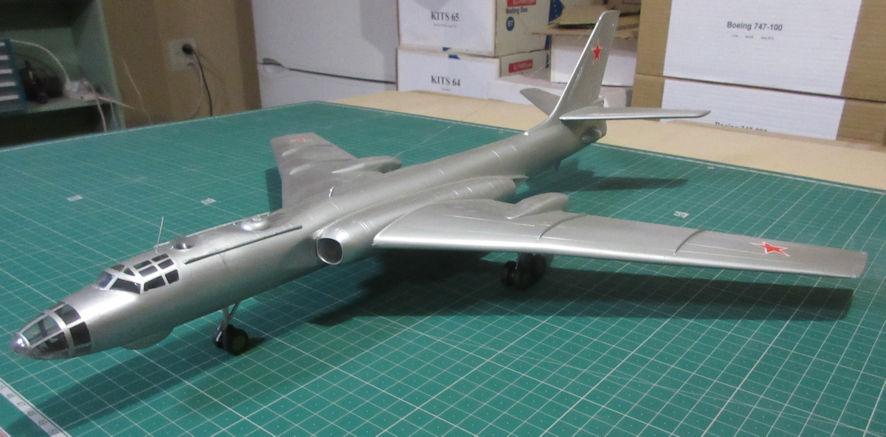 Tupolev Tu-16 (Badger-A) - Trumpeter 72.pdf
